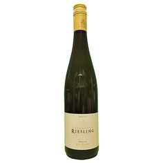 Quality Fruit Baskets. Jean Biecher Riesling  Een bleekgele wijn afkomstig uit de Elzas, Frankrijk. Deze wijn is gemaakt van 100% Riesling en bevat aroma's van witte perzik, grapefruit en citroen gecombineerd met mooie mineraliteit. Serveren bij Aziatische gerechten of gerookte makreel op zo'n 6 - 8 graden Celcius. Eigenschappen: Smaak: Droog Herkomst: Elzas, Frankrijk Serveer temperatuur: 6 - 8 graden Celcius Druiven: 100% Riesling Lekker bij: Aziatische gerechten of gerookte makreel.