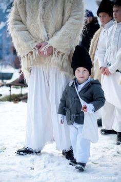 Craciun in Maramures City People, Bulgaria, Christmas Time, Beautiful Things, Fur Coat, Culture, House, Fashion, Moda
