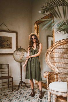 Bota Perlatto, em couro feita a mão Bohemian Lifestyle, Bohemian Style, Boho Chic, Boho Fashion, Vintage Fashion, Earthy Style, Look Boho, Laid Back Style, Wild Child