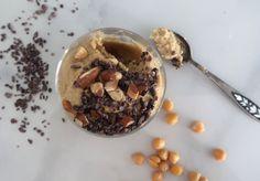 Suklaahippu-proteiinikeksitaikina. (VG)Tämän herkun pääraaka-aine ovat kikherneet- eikun testaamaan! Protein packed chickpea cookie dough