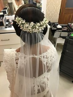 Love The Veil And Flower Placement Of This Updo Wedding Glam