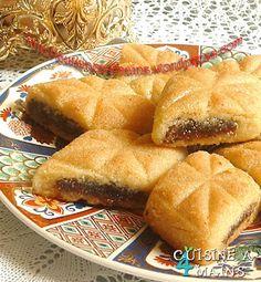 Délicieux makrout au four Algerian Recipes, Lebanese Recipes, Jewish Recipes, Arabic Recipes, Arabic Dessert, Arabic Sweets, Arabic Food, Sweet Recipes, Snack Recipes