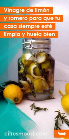 Lemon and rosemary vinegar so that your house is always clean and smells good. - Home Cleaning Diy Cleaning Products, Cleaning Hacks, Limpieza Natural, Drill Brush, How To Fold Towels, White Vinegar, Smell Good, Potpourri, Soap Making