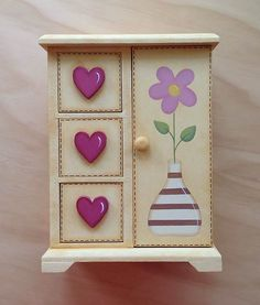 Cajonera tipo Ropero #pintturadecorativamadera Jewellery Box Making, Jewellery Boxes, Hand Painted Dressers, Craft Projects, Projects To Try, Diy And Crafts, Arts And Crafts, Handmade Jewelry Box, Country Paintings