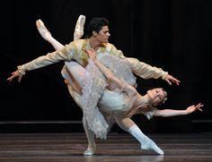 Act 3 - the Wedding: Grand pas de deux - Thiago Soares, Marianela Nunez © Dave Morgan