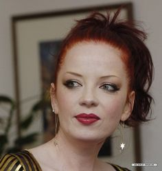 Shirley Manson Shirley Manson, Stupid Girl, Alternative Rock Bands, Rock Queen, Grunge Makeup, Rock And Roll Bands, Beautiful Celebrities, Female Celebrities, Hair Reference