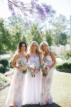 Do you want your bridesmaids to look like forest fairies? Watercolor and floral at the same time is one of the best ideas for spring and summer bridesmaids, and this is one of the huge trends of this year. Rustic Bridesmaid Dresses, Printed Bridesmaid Dresses, Brides And Bridesmaids, Floral Bridesmaids, Mod Wedding, Wedding Gowns, Garden Wedding, Rustic Wedding, 2017 Wedding