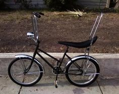 [IMG] old schwinn banana seat bike. dont ask me the year cause i dont know.