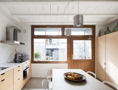 Cocina con mobiliario a medida / Una sorprendente casa capaz de evolucionar y adaptarse #hogarhabitissimo
