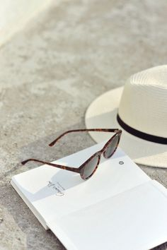 a notebook and panama hat with glasses is an ideal afternoon Summer Of Love, Summer Days, Summer Vibes, Spring Summer, Happy Summer, Estilo Tropical, Hobby Horse, Summer Feeling, Am Meer