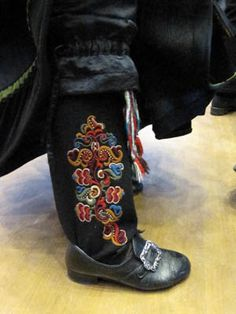 I think this is a woman's leggings and pantaloons. They used to put a bride up on a rock to check out her embroidery to see if she will be a good wife. Folk Fashion, Denim Fashion, Traditional Art, Traditional Outfits, Folk Costume, Costumes, Norwegian Style, Folk Clothing, Going Out Of Business