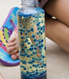 Fun homemade lava lamp, Perfect Spring crafts for kids, summer crafts for kids, simple crafts for kids, easy craft ideas for kids,