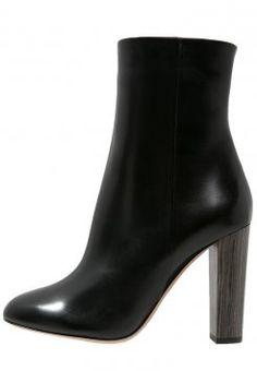 0953c4a48b32 BOSS - High Heel Stiefelette - black  boss  highheel  stiefelette  schwarz