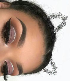 , Neutral brown eyeshadow look with a silver glitter cut crease winged liner soft . , Neutral brown eyeshadow look with a silver glitter cut crease winged liner soft makeup easy makeup lidschatten. Glam Makeup, Eye Makeup Glitter, Cat Eye Makeup, Soft Makeup, Cute Makeup, Gorgeous Makeup, Simple Makeup, Makeup Inspo, Makeup Inspiration