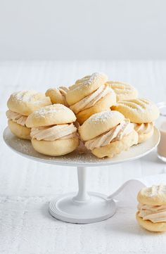 Add Baileys liqueur to a creamy biscuit and you've got a boozy melting-moments recipe to remember. Biscuit Bar, Biscuit Cookies, Biscuit Recipe, Sandwich Cookies, Best Cookie Recipes, Baking Recipes, Cake Recipes, Dessert Recipes, Desserts