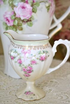 It's too bad the custom of teatime entertaining has mostly vanished.  There is something very civilized about sitting down to a cup of tea with formal china.