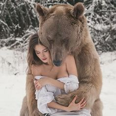 Olga Barantseva (Russian photographer) in sensual white lace little dress with Stephen, the real brown bear, in forest outside Moscow in Russia. Fantasy Photography, Animal Photography, Beautiful Creatures, Animals Beautiful, Ours Grizzly, Urso Bear, Animals And Pets, Cute Animals, Brown Bear