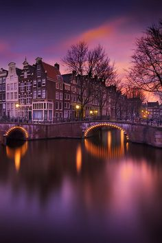 Amsterdam by night by Iván Maigua