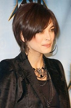 Kristin Kreuk short hair with long layers Love Hair, Great Hair, Gorgeous Hair, Short Hair With Layers, Short Hair Cuts, Short Hair Styles, Kristin Kreuk, Diy Beauté, Sassy Hair