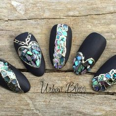 Abalone nail art, jewelry on nails Pointed Nails, Stiletto Nails, Cute Nails, Pretty Nails, Nagel Bling, Manicure E Pedicure, Foil Nails, Bling Nails, Creative Nails