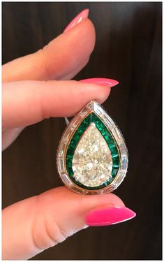 A magnificent diamond ring from Picchiotti! I love these emerald accents. Vintage Diamond Rings, Vintage Rings, Vintage Jewelry, Emerald Jewelry, Gemstone Jewelry, Diamond Jewellery, Jewelry Box, Diamond Tops, Contemporary Jewellery