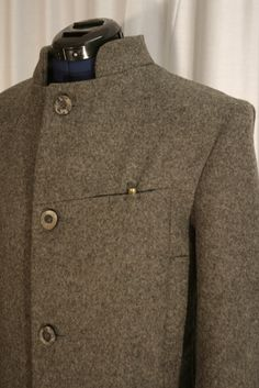 hunters coat  100% Loden doubled  amounition pocket  4 pockets outside / 3 inside  buttons horn