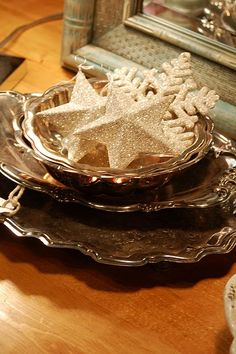 Silver trays with glittered ornaments