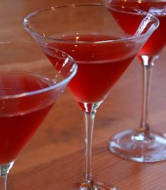 Amaretto- Cranberry Kisses Cocktails #recipe