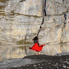 Bewege deinen Körper frei nach deinem Gefühl zur Musik.   Das Gedankenkarussell macht Pause und es entsteht ein Kontakt zur urpersönlichen Erfahrung. Pause, Bird, Painting, Animals, Healing, Dance, Music, Viajes, Animales