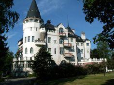 Valtionhotelli sijaitsee Imatralla. Valtionhotelli rakeennettiin vuonna 1903, joka toimi hotellina. Hotelli toimi myös sotilassairaalana vuonna 1917. Toukokuussa 2009 hotelliin avattiin myös modern kylpylähotelli. Kirjoittanut Tiltu