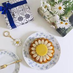 マーガレットの花をかたどった「マルガレーテンクーヘン」は、ドイツの伝統的レシピで作られている「ホレンディッシェ・カカオシュトゥーベ」の絶品バウムクーヘンです。手土産や記念日のお祝いにも最適なひと品ですよ。そのほかの人気商品などもご紹介。