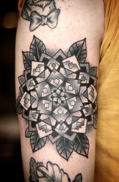 Twin Peaks mandala tattoo by Kirsten Holliday! Tattoo Fonts, I Tattoo, Cool Tattoos, Incredible Tattoos, Beautiful Tattoos, Beautiful Body, Tattoo Illustration, Mandala Tattoo, Skin Art