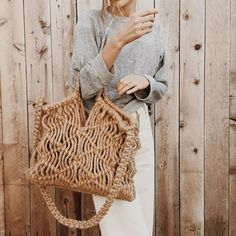 Macrame can be incorporated in everyday accessories! Here is a Kkibo bag designed by Jo Abellera! My Bags, Purses And Bags, Feminine Mode, Bag Crochet, Ethno Style, Beige Outfit, Macrame Bag, Macrame Knots, Summer Bags