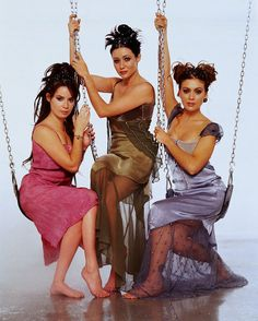 Charmed - Piper (Holly Marie Combs), Prue (Shannen Doherty), and Phoebe (Alyssa Milano) Holly Marie Combs, Alyssa Milano, Serie Charmed, Charmed Tv Show, Best Tv Shows, Movies And Tv Shows, Favorite Tv Shows, Rose Mcgowan, Victor Webster