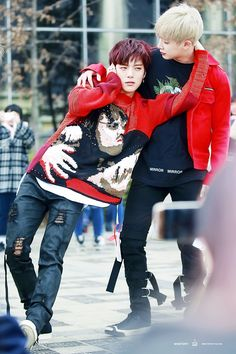 Minhyuk x Wonho + Ahaha he looks drunk