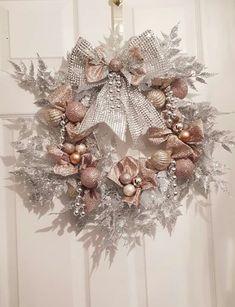 Seasonal Decor, Holiday Decor, Diy Wreath, Holiday Wreaths, White Christmas, Diy And Crafts, Seasons, Creative Ideas, Beautiful