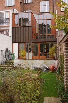 2012-05. Reconversion House Verbeke | MARIEJOSEVANHEEARCHITECTEN Style At Home, Exterior Design, Interior And Exterior, Backyard Studio, World Decor, Narrow House, Micro House, House Extensions, Facade Architecture