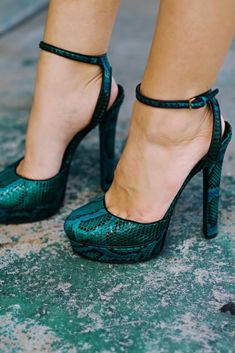 gorgeous color! perfect shoes to go dancing salsa y bachatita!!