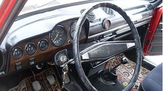 Ein Knaller: die Teppiche. THE CARPETS. http://www.autorevue.at/best_of_boerse/lada-2107-nova-gebrauchtwagen.html