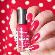 swatch Sally Hansen Cherry Red