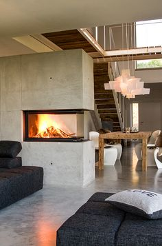 Der Betonofen – der moderner Kamin im Panorama-Format der mit seiner Einfachheit… The concrete stove – the modern fireplace in panorama format, which simply delights with its simplicity. In definitely every room a highlight. Diy Fireplace, Modern Fireplace, Concrete Fireplace, Minimalist Fireplace, Cosy Home, Property Design, Piece A Vivre, Dream Home Design, Contemporary Interior Design