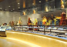 What's a trip to Vegas without a trip to a buffet? Here are 10 amazing ones to visit! #food #Vegas