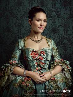 Claire Sermonne als Louise de la Tour Rohan