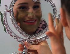 Dit gezichtsmasker is super goed voor je huid en zo gemaakt! www.zapp.nl/jill