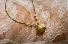 sallydesayan: shell and pearls necklace - by We Heart It.