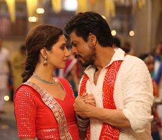 Here's yet another still of Shah Rukh Khan and Mahira Khan from Raees. It's coming from their upcoming song – Udi Udi Jaye which is gonna be completely immersed in the Gujarati mood.