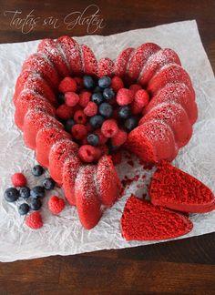 Una de las recetas que tenia pendiente en mi blog , es esta , el famoso Red Velvet , famoso por su color rojo intenso y por su dulce y suave...