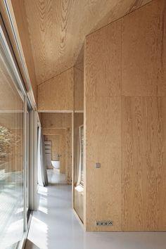 Via, photos © Werner Hutmacher. Modern Interior Design, Interior Styling, Interior Architecture, Interior And Exterior, Plywood Interior, Plywood Walls, Delta House, Modern Tiny House, Japanese Interior