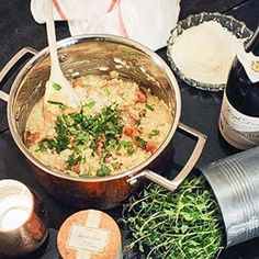 Grymt god Kantarell risotto som jag och @stockholmteahouse rörde ihop! 👉🏼 #ReceptPåBloggen länk 👆🏼 #risotto #kantarellrisotto #kantareller #bourgognealigote #bourgogne #vittvin #vintips #middagstips #matblogg #mat #mattips #foodblog #instafood #instafoodie #foodfolder #foodstyling #koppargryta #GRYM #cervera #feedfeed