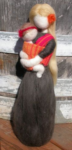 Needle Felted Babywearing Mother with Baby Girl door radishwoolworks